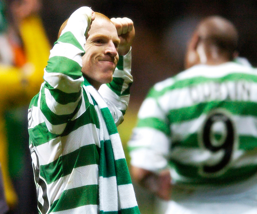 5TH APRIL 2006, CELTIC V HEARTS, CELTIC PARK, GLASGOW, CELTIC CAPTAIN NEIL LENNON CELEBRATES WINNING THE SPL TITLE, ROB CASEY PHOTOGRAPHY. (ROB CASEY/ROB CASEY PHOTOGRAPHY)