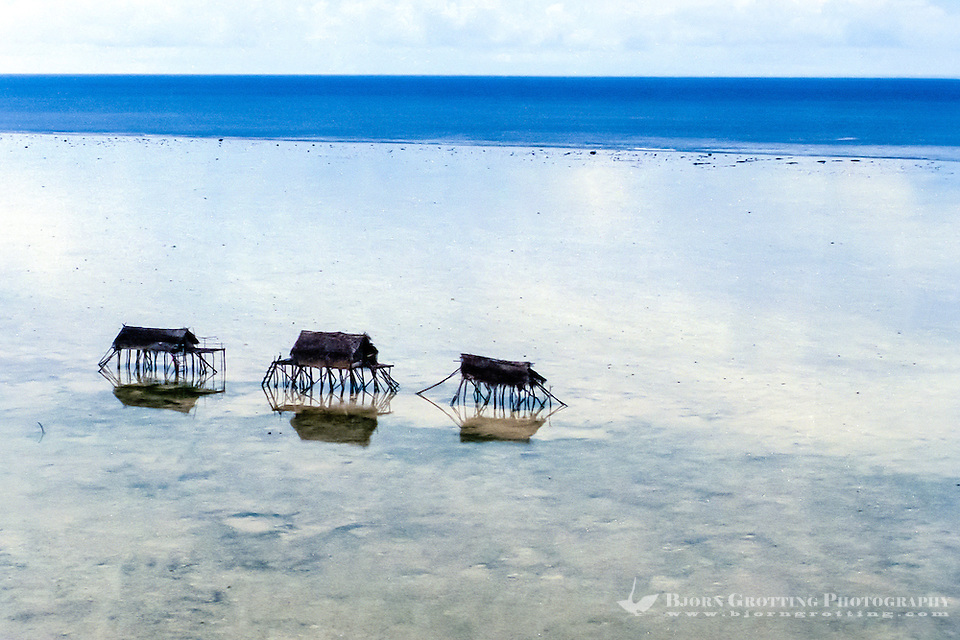 Maluku, North Maluku, Halmahera. Small bamboo shelters on a beach close to Halmahera (from helicopter) (Bjorn Grotting)