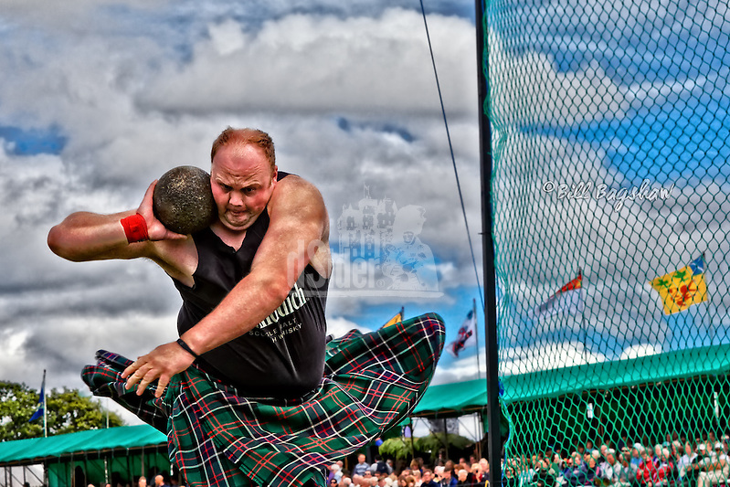 Craig Sinclair. Scottish Highland Games Heavy dsider.co.uk online magazine, photo courses (Bill Bagshaw & Martin Williams/Bill Bagshaw, dsider.co.uk)