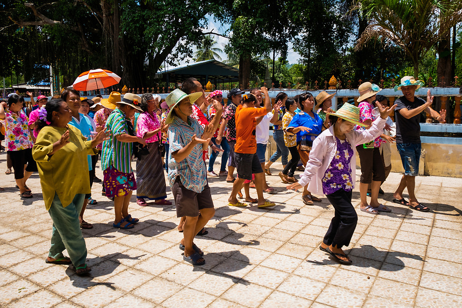 Villagers dance in a procession around the ordination hall to begin the festivities for the 2nd day of Songkran in rural Thailand. April 14, 2017. (Lee Craker/Lee Craker, Photographer)