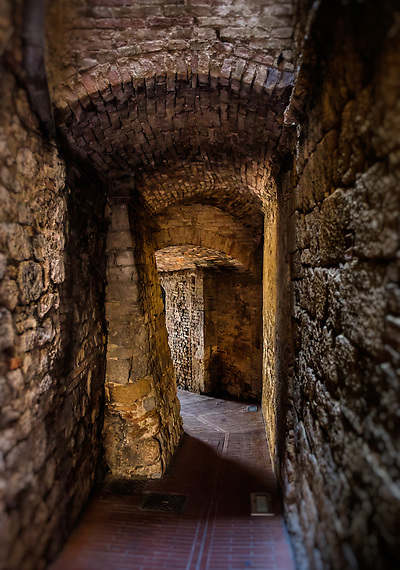 SAN GIMIGNANO, ITALY - CIRCA MAY 2015:  Passage in the walled city of San Gimignano in Tuscany (Daniel Korzeniewski)