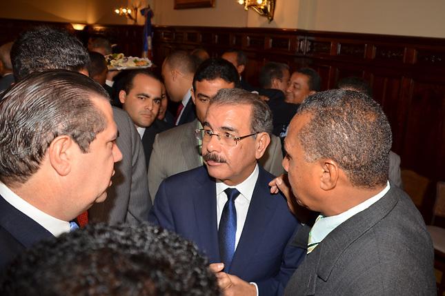 Encuesta CEC: El 53.3% desaprueba nombramientos de Danilo Medina