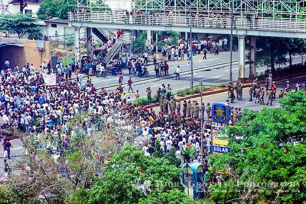 Java, Jakarta. Jakarta 14. November 1998. Large demonstrations. (Photo Bjorn Grotting)