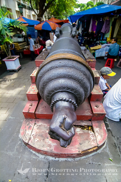 Indonesia, Java, Jakarta. Cannon Si Jagur close to Cafe Batavia in Kota. A symbol of war and fertility. (Photo Bjorn Grotting)