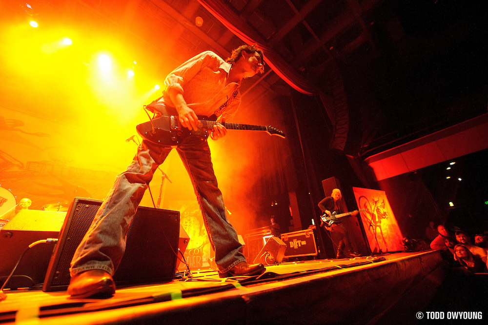 Photos of the band Drive-By Truckers performing at the Pageant in St. Louis on October 2, 2010 (© Todd Owyoung)