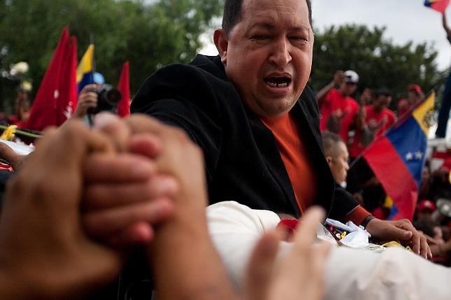 """Chávez """"avanza en su recuperación"""" y no está en coma, dice su hermano"""