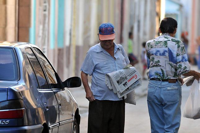 Cubanos podrán viajar sin permiso: Exilio desconfía y EEUU en alerta