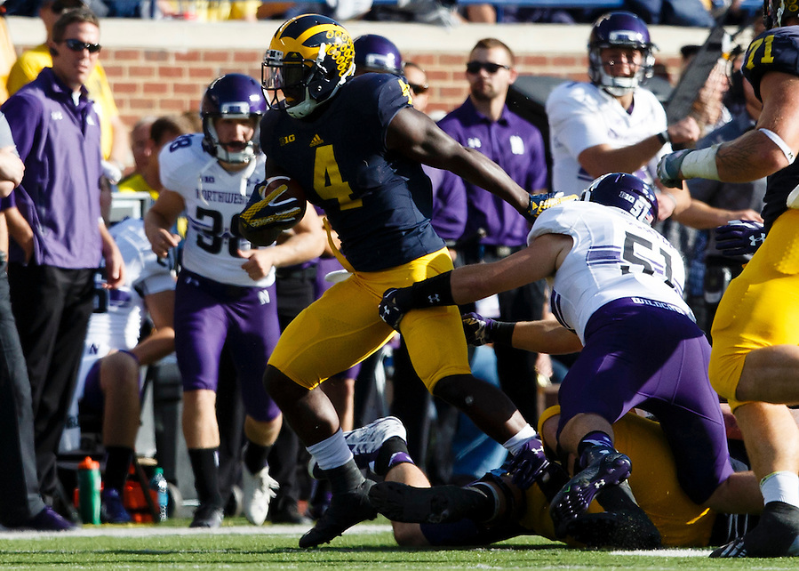 Oct 10, 2015; Ann Arbor, MI, USA; Michigan Wolverines running back De'Veon Smith (4) rushes in the second quarter against the Northwestern Wildcats at Michigan Stadium. Mandatory Credit: Rick Osentoski-USA TODAY Sports (Rick Osentoski/Rick Osentoski-USA TODAY Sports)