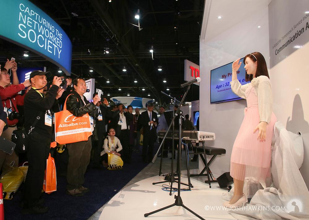 CES 2015 – Toshiba Robot