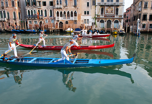 The most important race of the Historic Regatta are the Gondolini. Every year, the first Sunday of September, the Historical Regatta comes back in Venice, the most traditional among the venetian events, which took place for the first time the 10th of January 1315 under the rule of the doge Giovanni Soranzo (Marco Secchi)