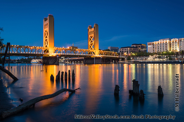 Tower Bridge in Sacramento, California (Michael Halberstadt)