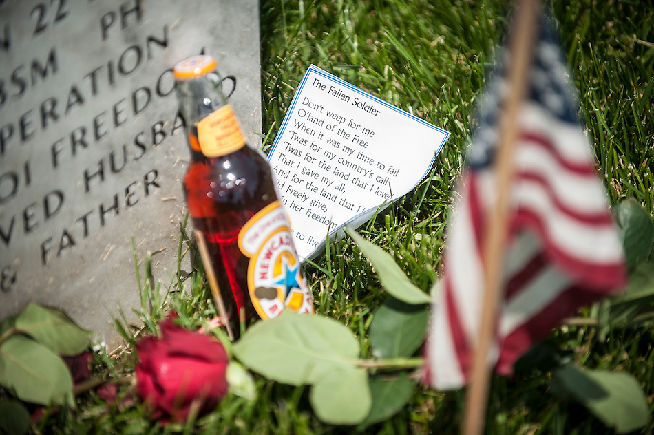 Friends and relatives visit the graves of the fallen at Arlington National Cemetery in Arlington, Virginia, USA, on 26 May 2014. (PETE MAROVICH/EPA)