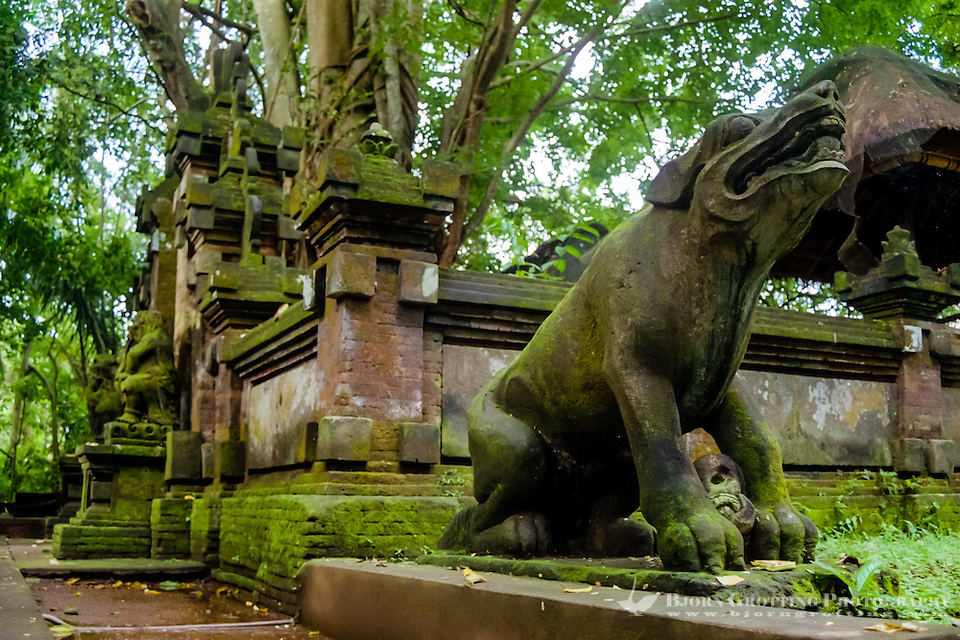 Bali, Gianyar, Ubud. Pura Prajapati, the temple of the dead in the monkey forest. Mythical animals is guarding the entrance. (Photo Bjorn Grotting)