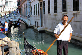 Venice Gondolier waits for a fare (Ian C Whitworth)