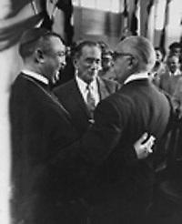 El entonces arzobispo Octavio Beras y el dictador Rafael Trujillo.