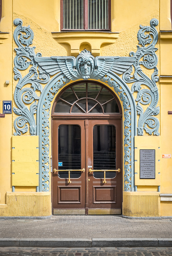 RIGA, LATVIA - CIRCA JUNE 2014: Detail of entrance decoration at the Cat House building, a landmark in Riga (Daniel Korzeniewski)