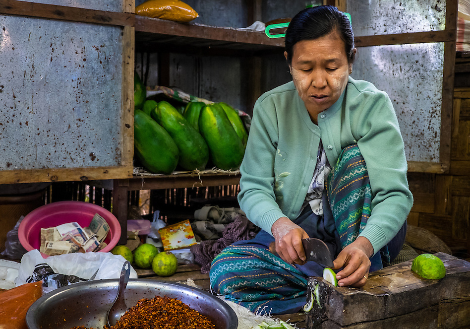 BAGAN, MYANMAR - CIRCA DECEMBER 2013: Woman cutting vegetables in the Nyaung U market close to Bagan in Myanmar (Daniel Korzeniewski)