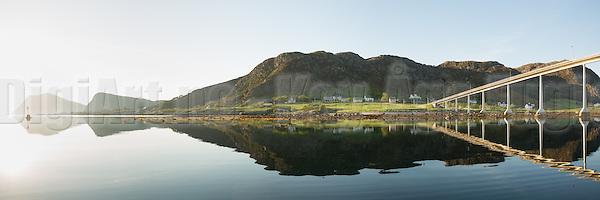 Igesund, Nearby Fosnavåg, Norway in beutiful morning light | Tidlig morgenlys på Igesund ved Fosnavåg, med flatt hav og spegling i sjøen (DigiArt Kay-Åge Fugledal)