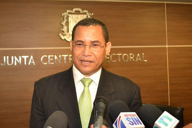 Olivares: La JCE es irresponsable al dejar en manos de Migración las actas de nacimientos