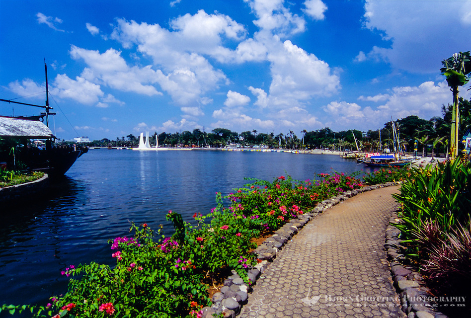 Indonesia, Java, Jakarta. Ancol Bay City, a resort destination located along Jakarta's waterfront. (Photo Bjorn Grotting)