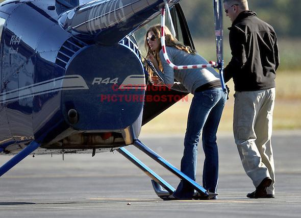 Gisele Bundchen takes helicopter lessons (Mark Garfinkel)