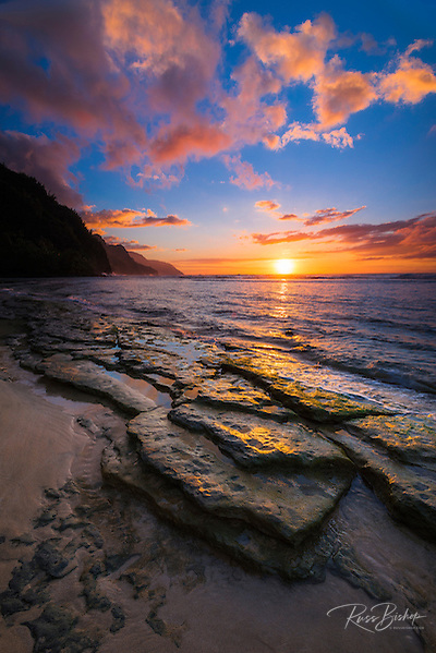 Sunset over the Na Pali Coast from Ke'e Beach, Haena State Park, Kauai, Hawaii USA (© Russ Bishop/www.russbishop.com)