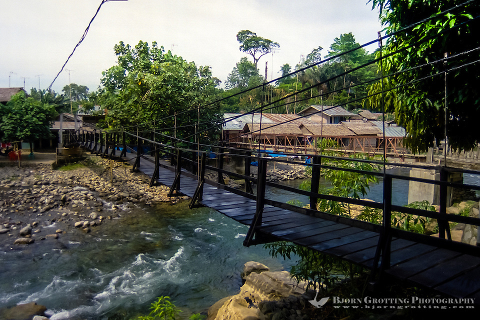 Indonesia, Sumatra. Bukit Lawang. There are several bridges like this one which you have to use to cross the river. (Photo Bjorn Grotting)