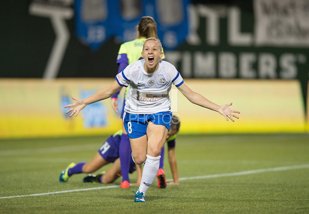Portland, Oregon - Thursday, Oct. 1, 2015: FC Kansas City wins the 2015 NWSL Championship 1-0 over the Seattle Reign. (John Todd/isiphotos.com)