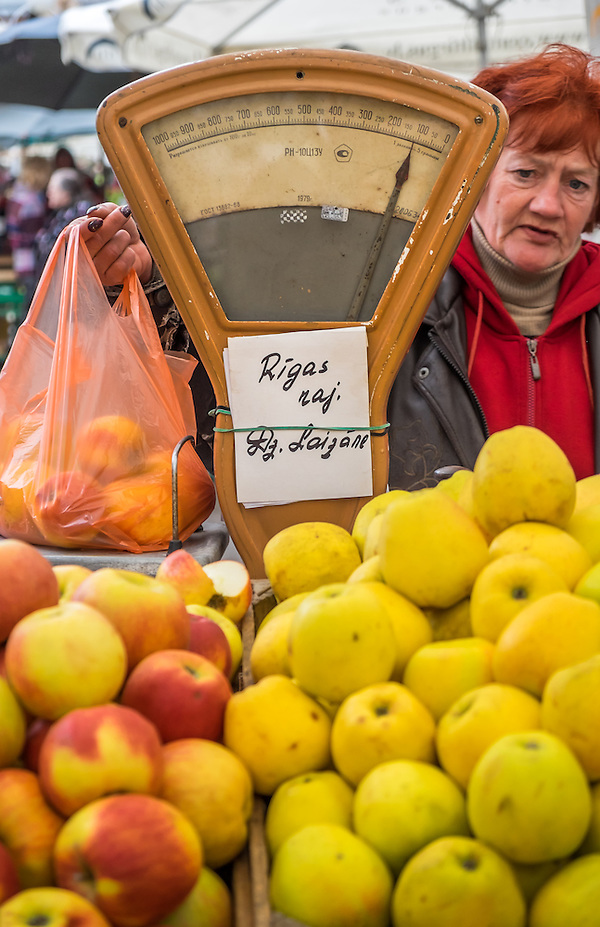 RIGA, LATVIA - CIRCA MAY 2014: Merchant selling apples in the Riga Central Market (Daniel Korzeniewski)