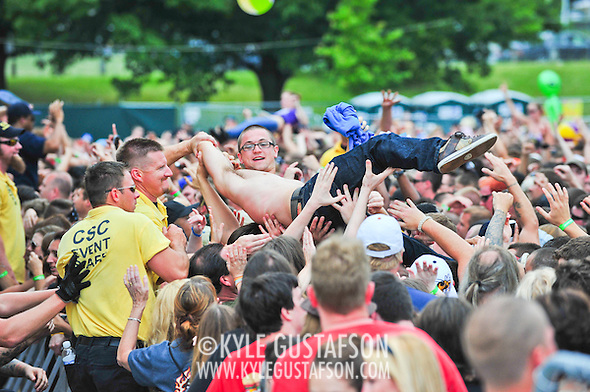 Crowd_Surfing-6033.jpg