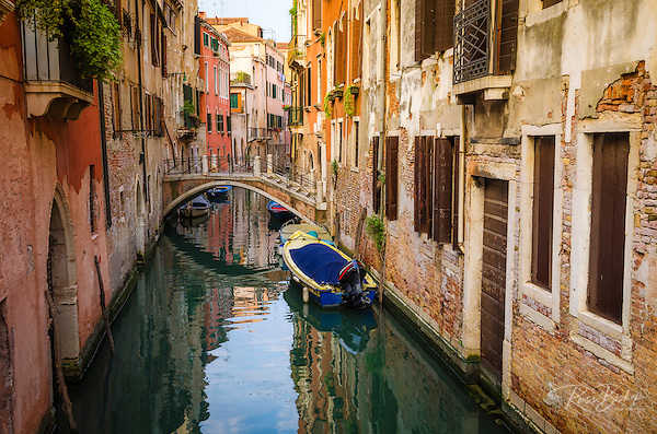Canal and houses, Venice, Veneto, Italy (© Russ Bishop/www.russbishop.com)