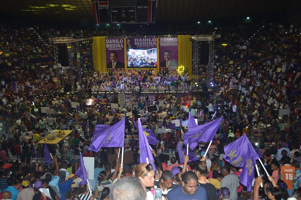 La Arena del Cibao se llenó de reeleccionistas.