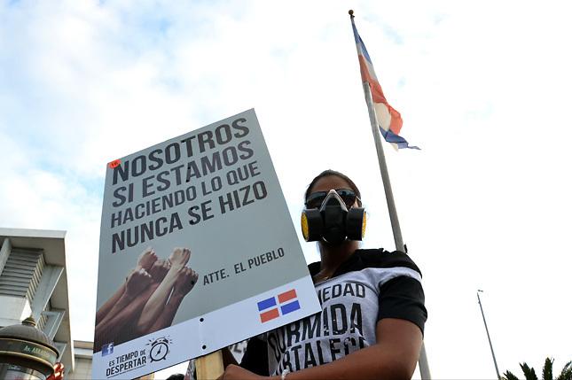 Jóvenes reclaman a Danilo Medina una política contra la corrupción