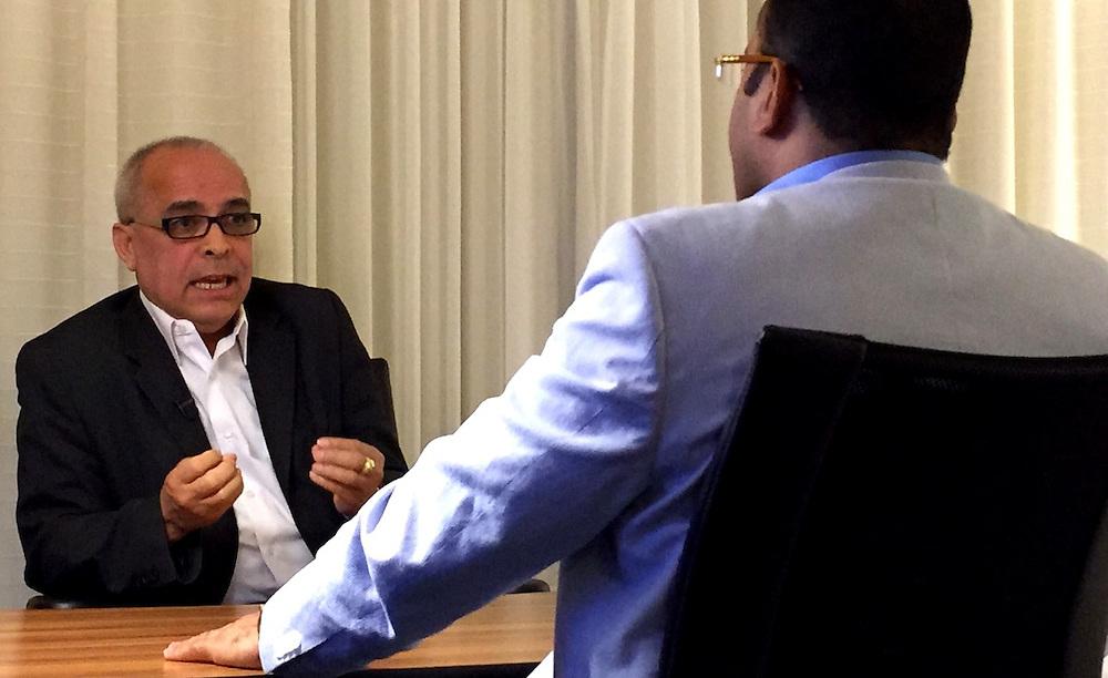 Ángel Martínez entrevistado por Salvador Holguín.