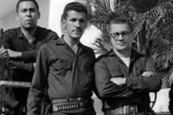 Comandante Montes Arache (d), en mayo de 1965
