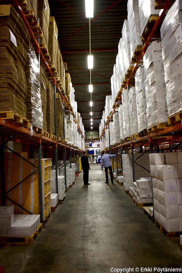 DO IT:n varastoon tulee tavaraa ympäri maailmaa myyntialueen ollessa pääasiassa Länsi-Eurooppa. (Photographer: Erkki Poytaniemi)