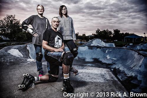 USA, Oregon, Eugene, family of skaters in a skate park. MR (Rick A. Brown)