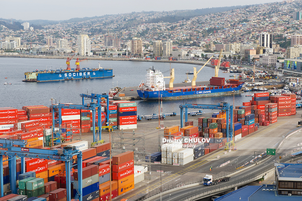 VALPARAISO, CHILE - OCTOBER 18, 2013: View to the cargo sea port and residential area of Valparaiso city in Valparaiso, Chile. Valparaiso sea port is the busiest one in Chile. (Dmitry Chulov)
