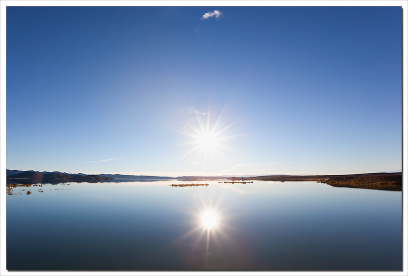 Sunset at the El-Mansour Eddabbi damm with clear blue sky and water reflection, Ouarzazate, Morocco. (Rosa Frei)