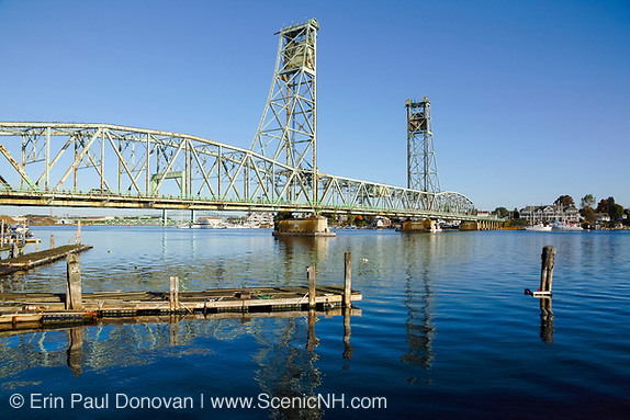 Memorial Bridge from Prescott Park in Portsmouth, New Hampshire USA. This bridge crosses the Piscataque River and connects the two towns of Kittery Maine and Portsmouth, New Hampshire, USA.