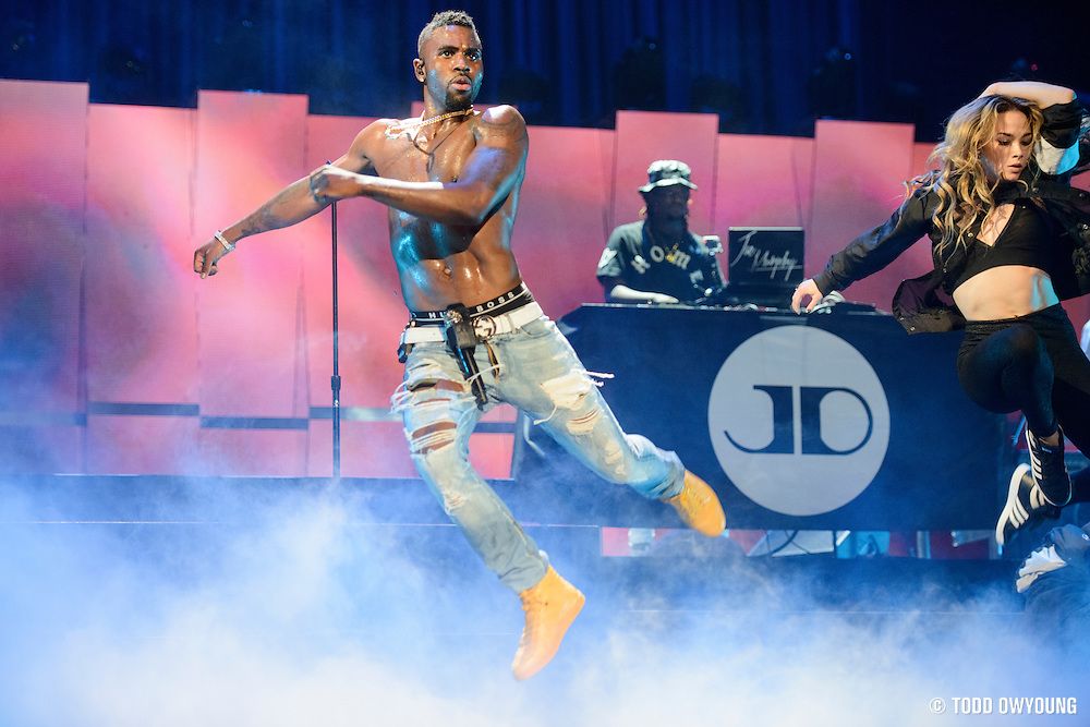 Jason Derulo performing at the iHeartRadio Music Festival in Las Vegas on September 19, 2015. (Todd Owyoung)