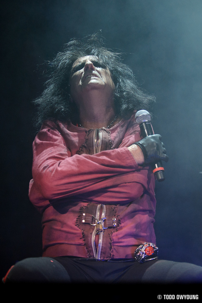 Photos of Alice Coooper performing on The Halloween Hootenanny Tour at the Family Arena in St. Louis on October 7, 2010 (Todd Owyoung)