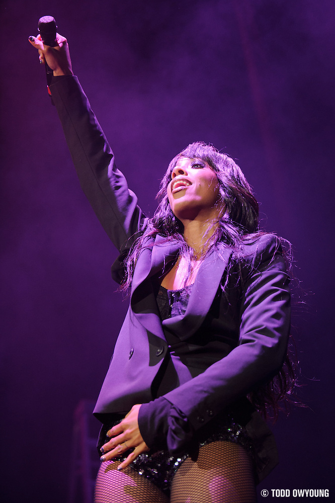 Kelly Rowland performing in support of Chris Brown on the FAME Tour 2011 at the Verizon Wireless Amphitheater on September 24, 2011. (Todd Owyoung)