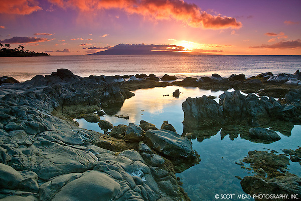 Sunset by rocks and water from Napili Bay, West Maui, Hawaii (© Scott Mead Photography, Inc. ALL RIGHTS RESERVED)