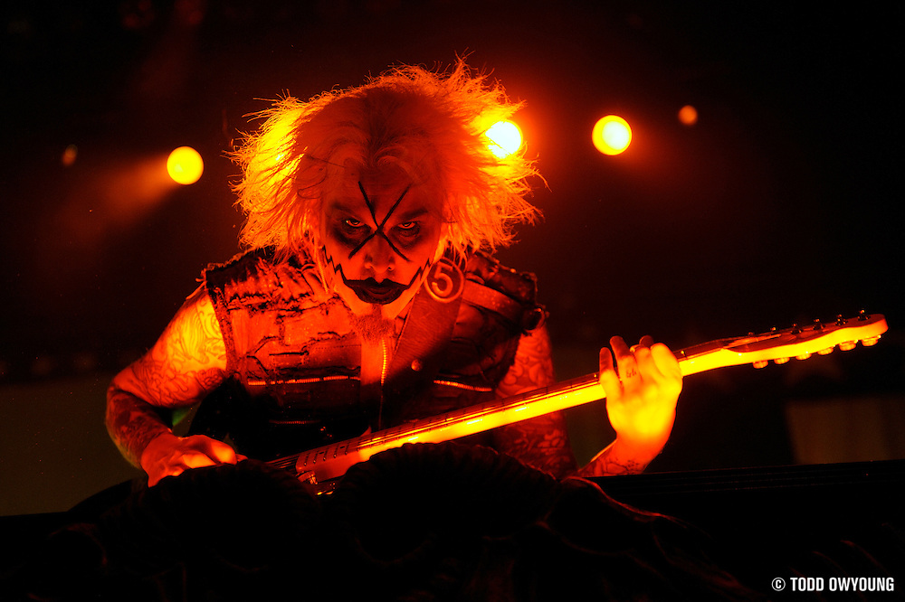 Photos of Rob Zombie performing on The Halloween Hootenanny Tour at the Family Arena in St. Louis on October 7, 2010 (Todd Owyoung)