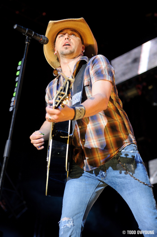 Jason Aldean performs on May 13, 2011at Verizon Wireless Amphitheater in St. Louis, Missouri. © 2011 Todd Owyoung. (Todd Owyoung)