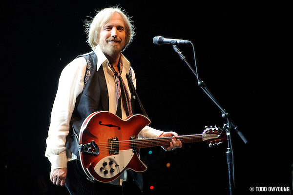 Tom Petty and the Heartbreakers performing at Verizon Wireless Amphitheater in St. Louis on July 18, 2010. (TODD OWYOUNG)