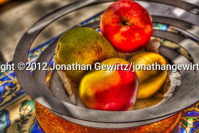 A bowl of fruit photographed using HDR techniques. (© 2012 Jonathan Gewirtz / jonathan@gewirtz.net)