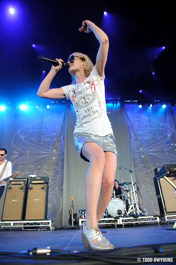 Metric perfroming at Lilith Fair 2010 at Verizon Wireless   Amphitheater in St. Louis, MO on July 16, 2010 (Todd Owyoung)