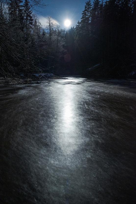 Fool moon lights a path over River Amata in cold winter night, Gauja National park, Latvia Ⓒ Davis Ulands | davisulands.com (Davis Ulands/Ⓒ Davis Ulands | davisulands.com)